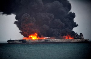 petroliera-cinese-incendiata